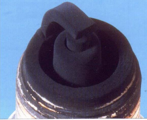 Черный нагар на свечах зажигания инжектор причины