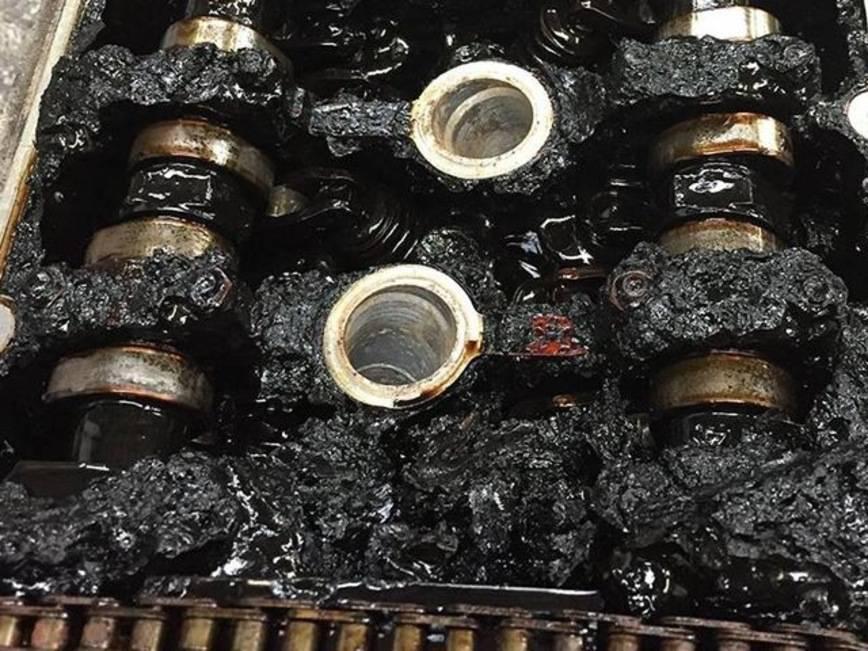 Попадает масло в цилиндры причина