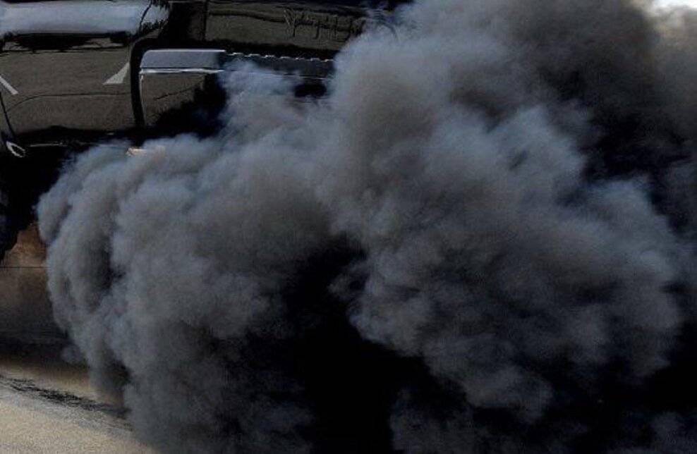 Сизый дым из выхлопной трубы, причины, бензин или поломка двигателя