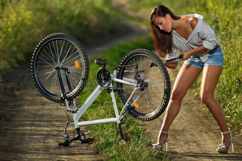 Фотосессия на мотоцикле девушки: позы с фото
