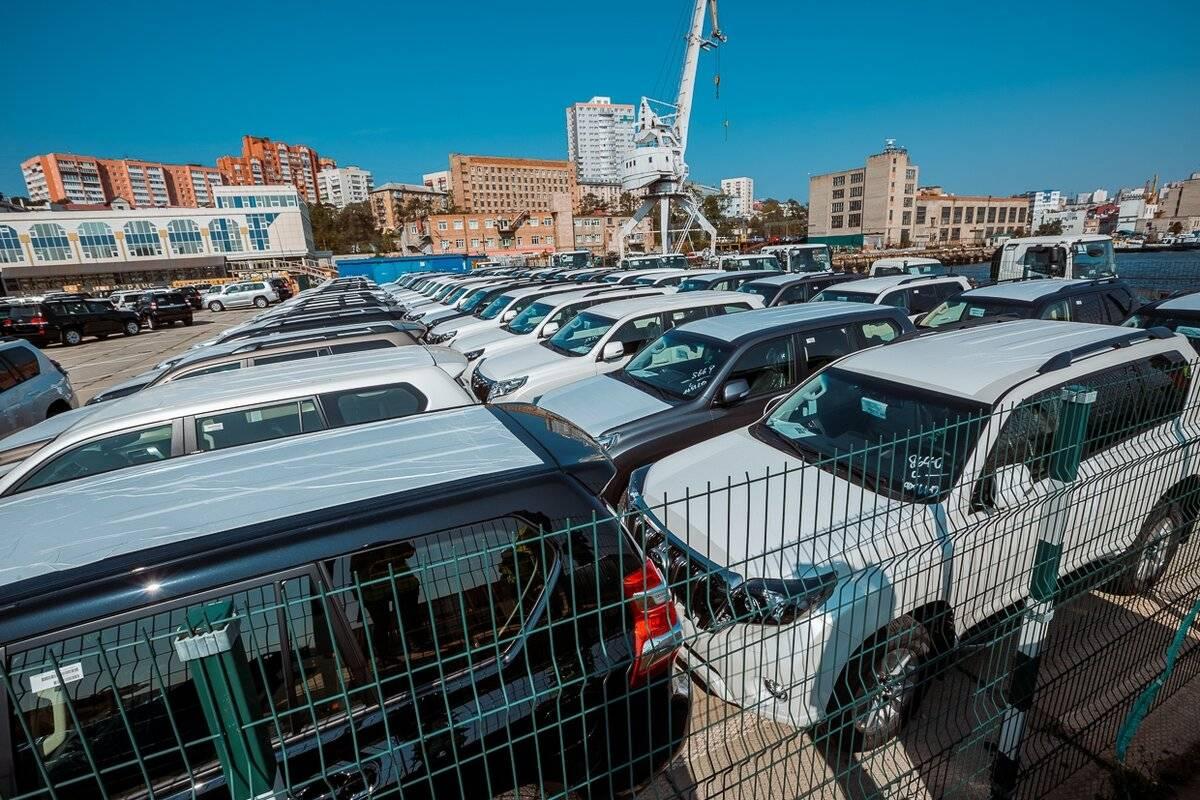 В России усложнят ввоз праворульных автомобилей