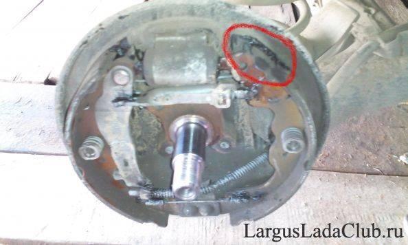 Почему при торможении бьет педаль тормоза: инструкция по устранению неполадки