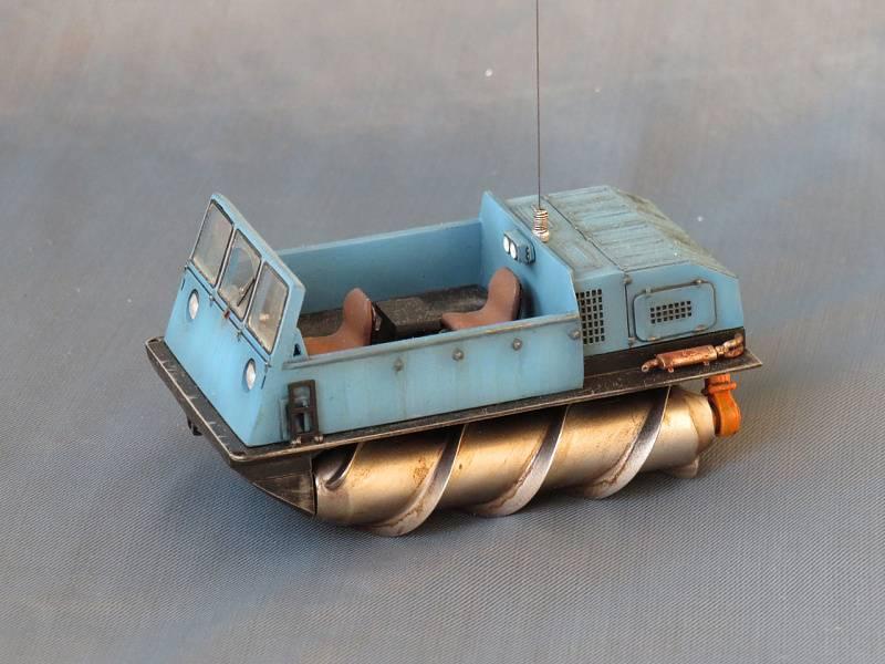 Шнекороторный снегоболотоход зил-4904