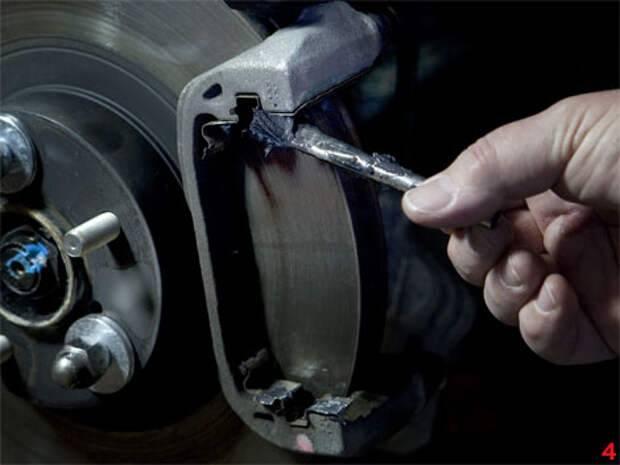 Почему скрипят или свистят тормозные колодки после замены: возможные причины