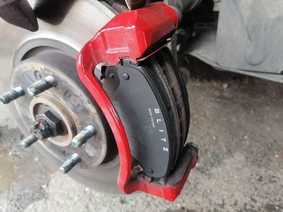 Педаль тормоза стала твердой? знакомая проблема? реши ее простыми способами