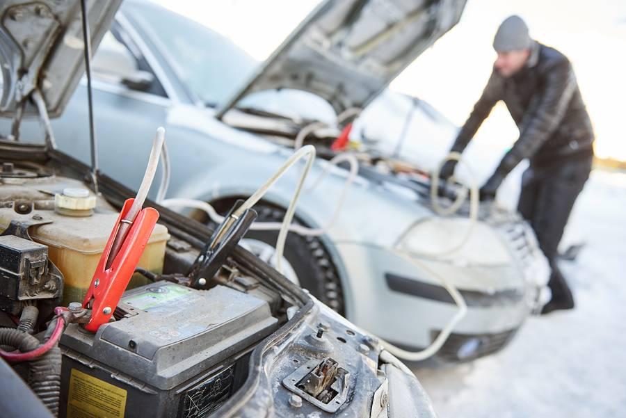 Запуск двигателя в мороз. как завести двигатель автомобиля в мороз?   двигатель