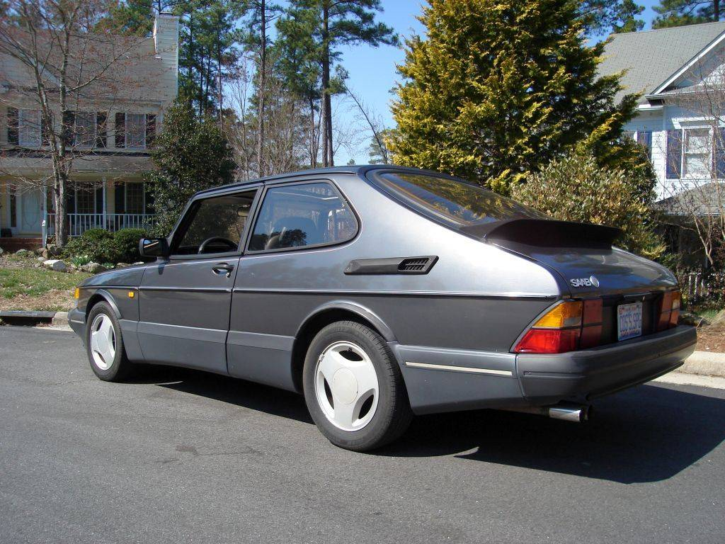 Guide to buying a saab 900