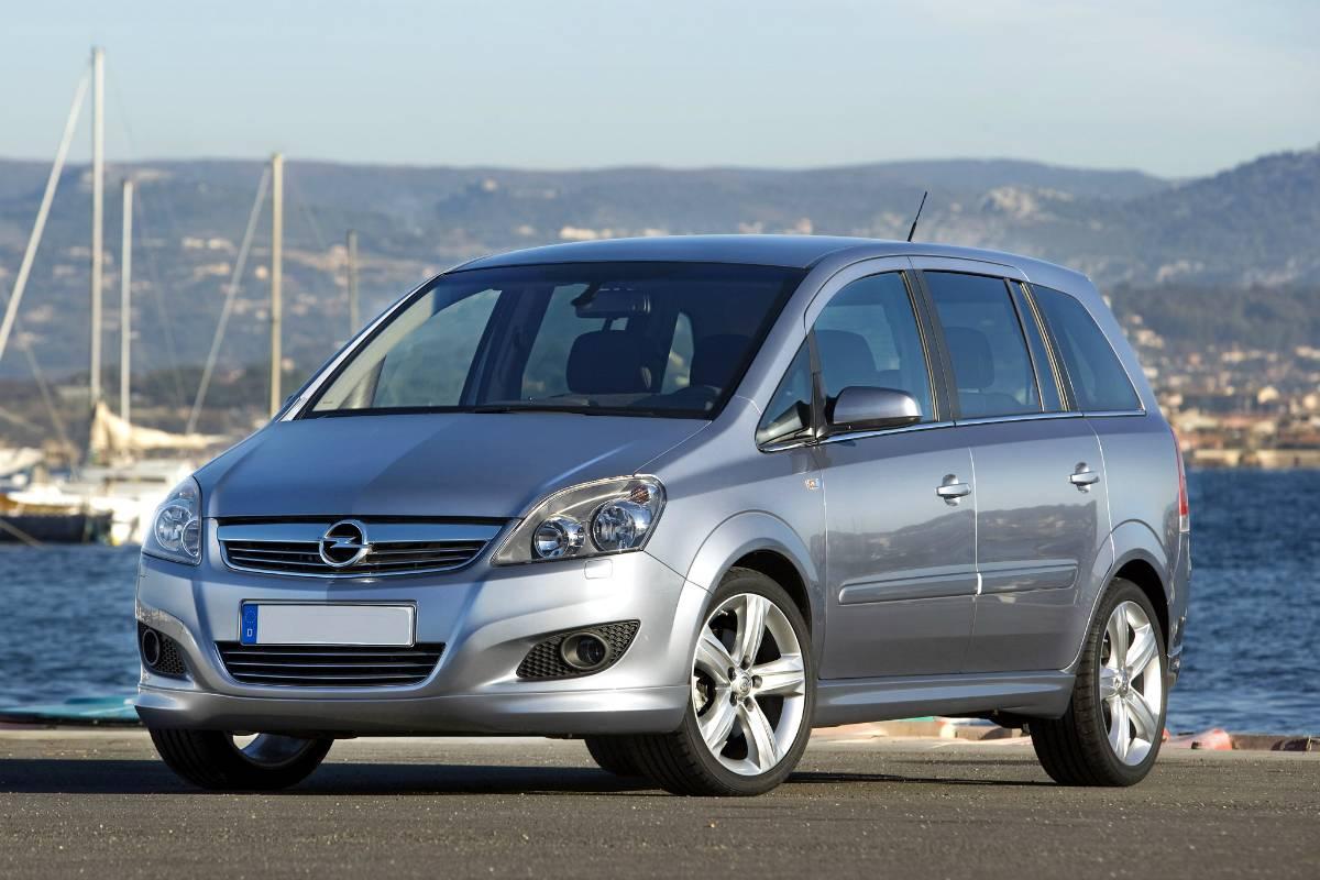 Семеро по лавкам: почему стоит взять Opel Zafira B
