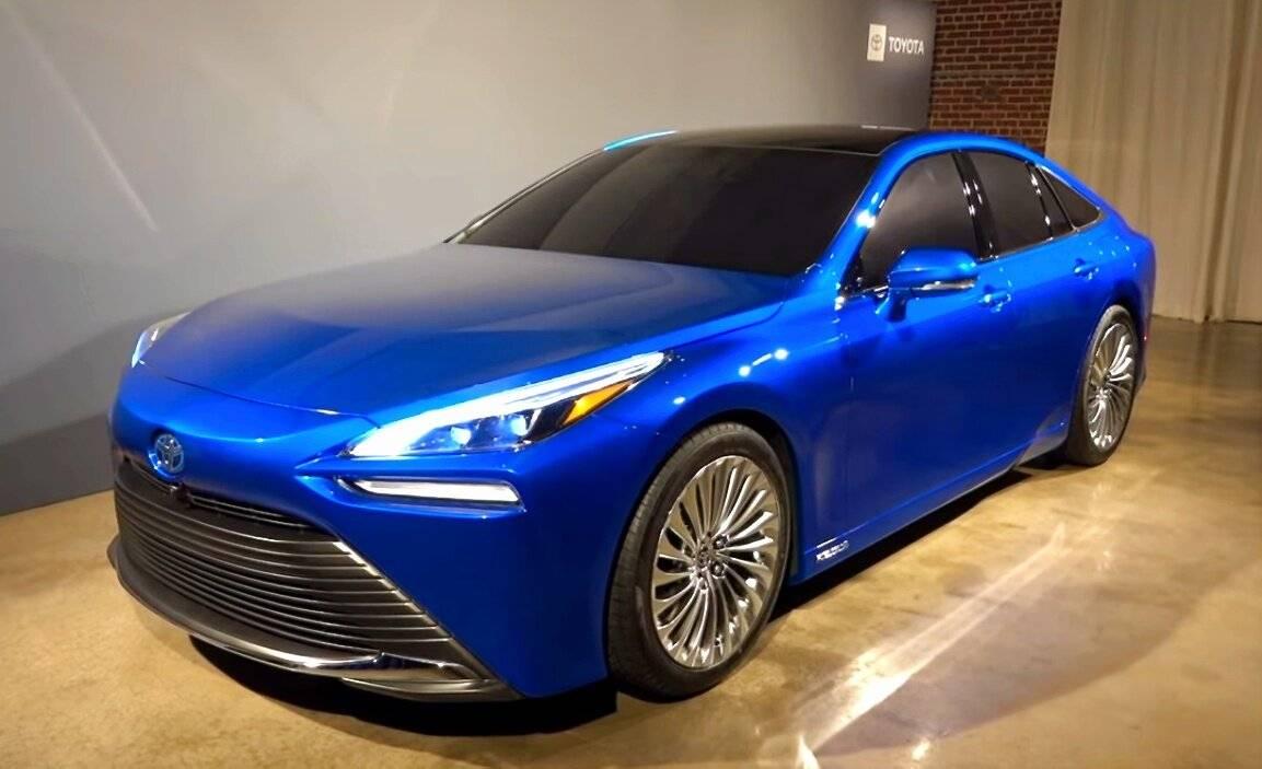 Toyota выпустила новый водородомобиль