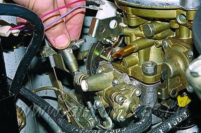 Почему мотоцикл стреляет в карбюратор