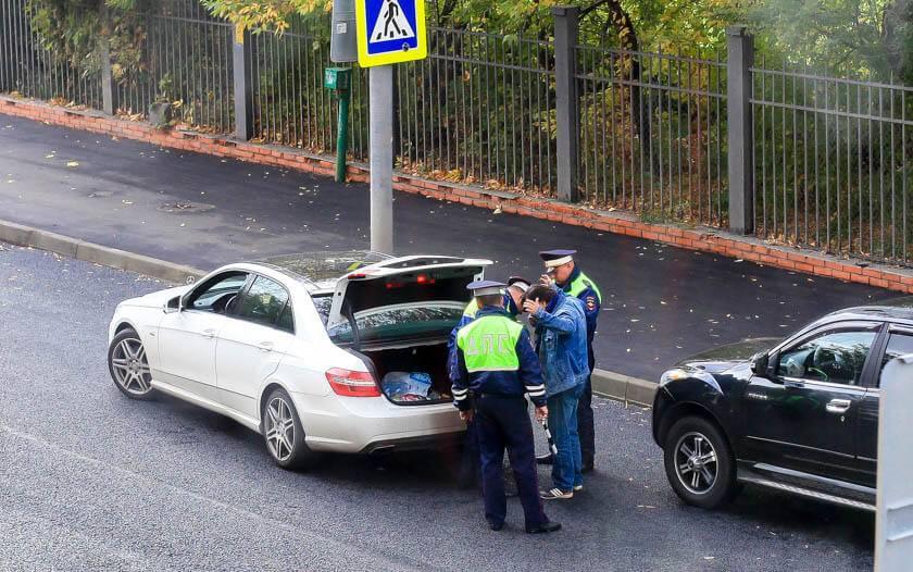 12 советов: сотрудник дпс остановил и просит открыть багажник. что делать?