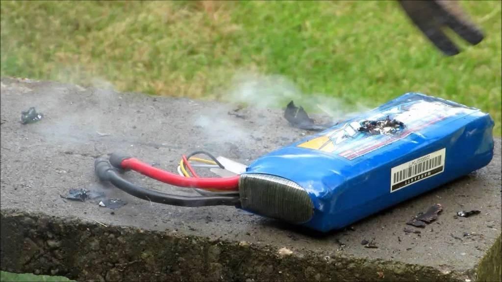 Вздулся аккумулятор автомобиля: причины и что делать