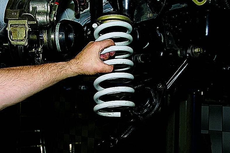 Описание и замена нижнего рычага передней подвески ваз 2107, как снять и поставить, инструкции с фото и видео