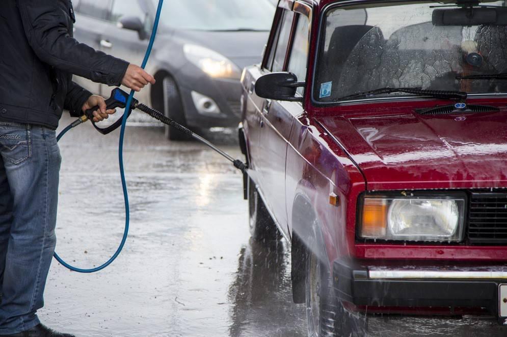 Как мыть машину на автомойке самообслуживания: советы и рекомендации