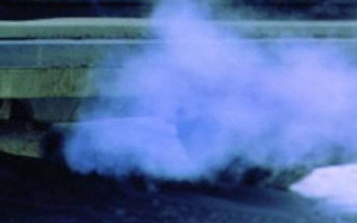 Белый дым из выхлопной трубы: стоит ли волноваться?