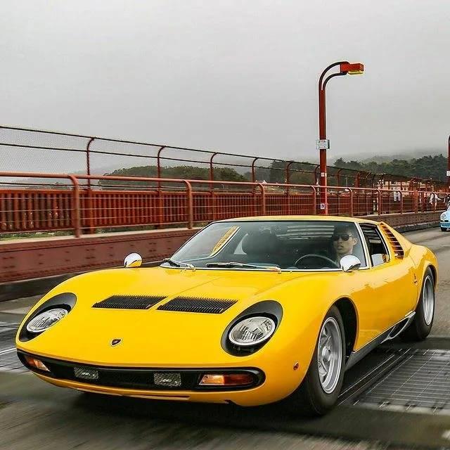 Lamborghini miura: итальянская классика. lamborghini miura: как побить ferrari, не отвлекаясь от выпуска тракторов салон и оснащение