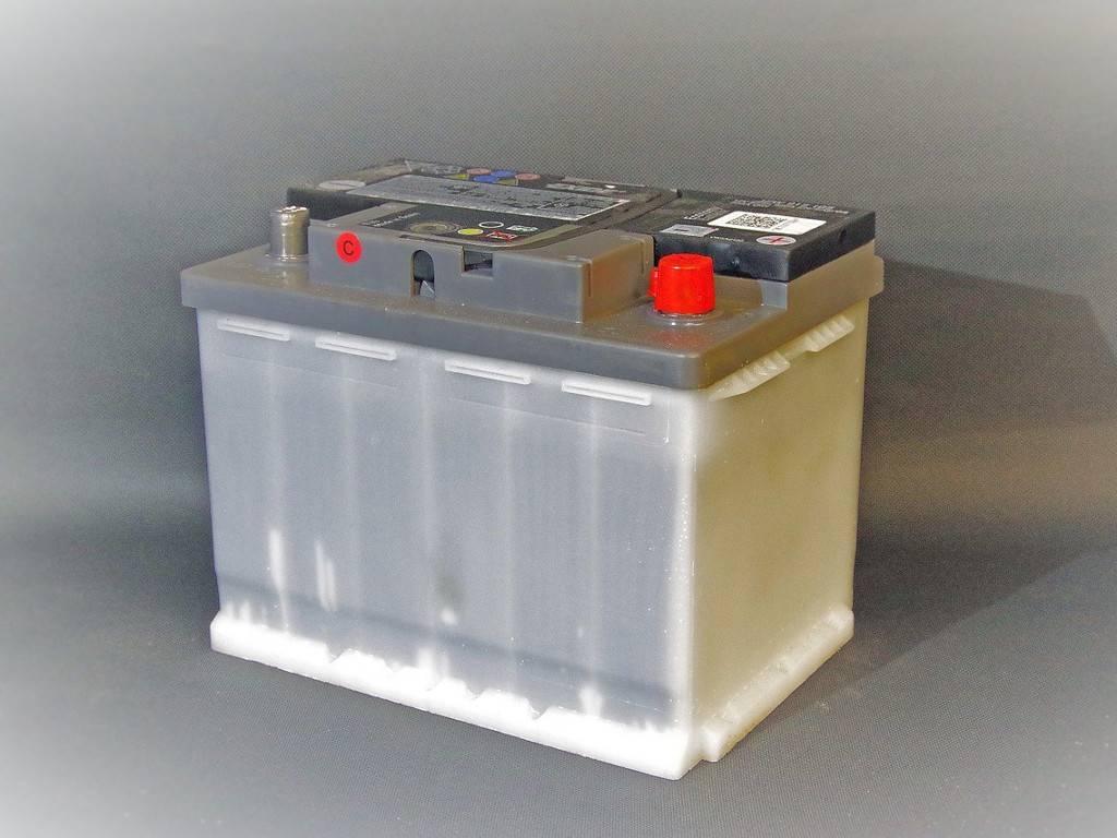 При зарядке аккумулятора кипит электролит – что делать?