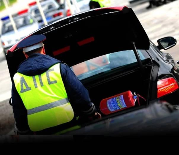 Как себя вести, если сотрудник гибдд просит открыть багажник