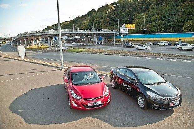 KIA Ceed против Hyundai Elantra: кто здесь главный