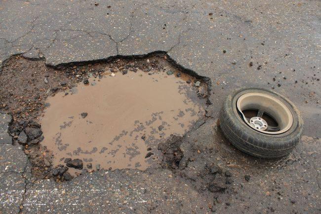 Наехали на люк: как взыскать ущерб с дорожников в 2021?