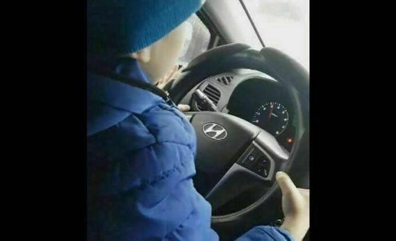 Авто Агины Алтынбаевой, посадившей ребенка за руль