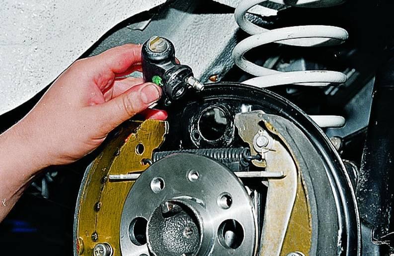 Причины и следствие: почему проваливается педаль тормоза
