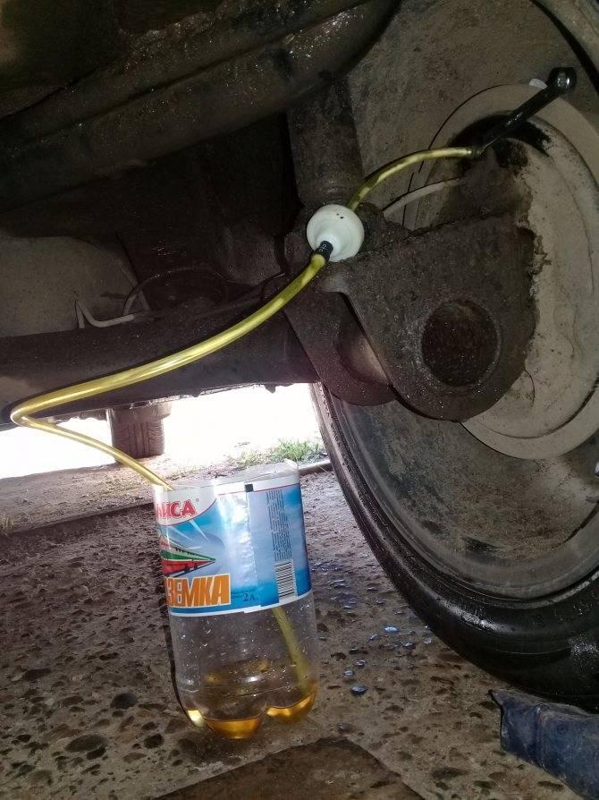Самостоятельная замена тормозной жидкости: нюансы и особенности