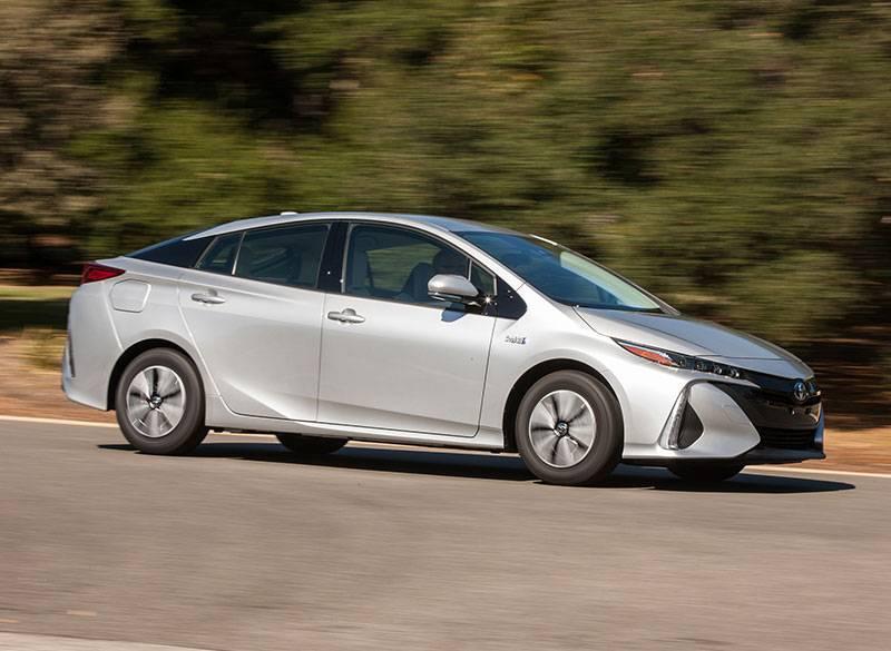 Битва гибридов: Toyota Prius против Chevrolet Volt