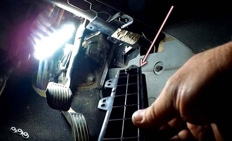 Как заменить салонный фильтр форд фокус 2 дорестайл, рестайлинг, со снятием и без снятия педали газа, где находится