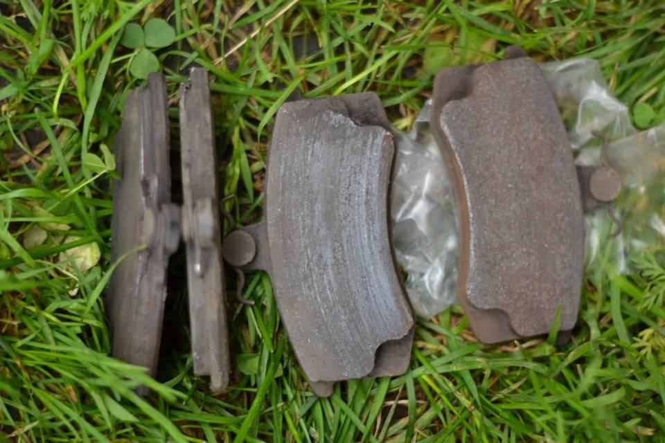Задние сайлентблоки. задние сайлентблоки оригинал против аналога: сравниваем дешевые и дорогие тормозные колодки после притирки