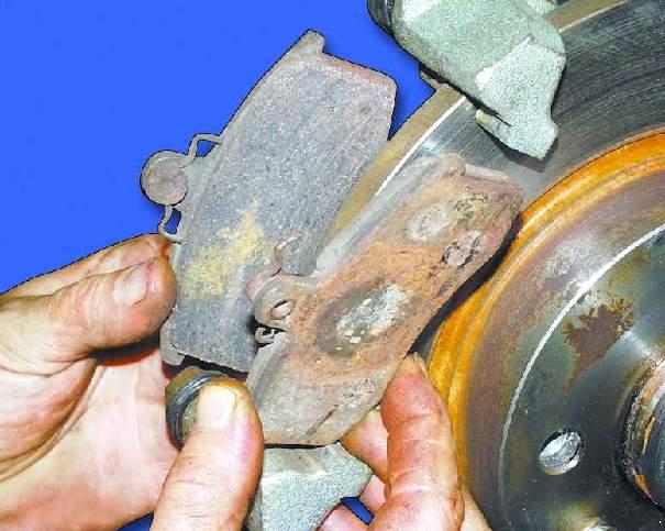 Нужно ли прокачивать тормоза при замене колодок