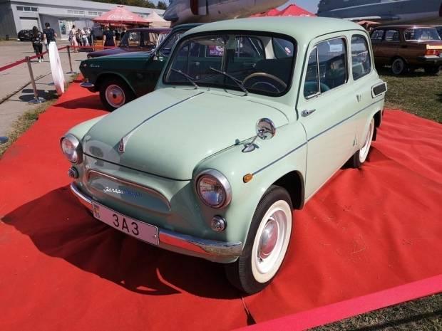 Фестиваль ретро-техники в киеве: пять сотен уникальных автомобилей