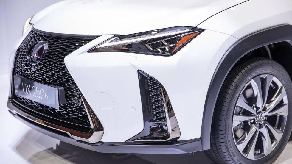 Японцы представили полностью электрический электрокар Lexus UX 300е