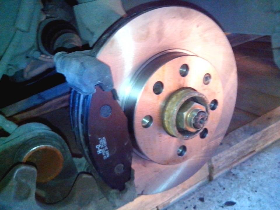 Замена передних тормозных колодок на дэу ланос 1,5 л 2003 г.