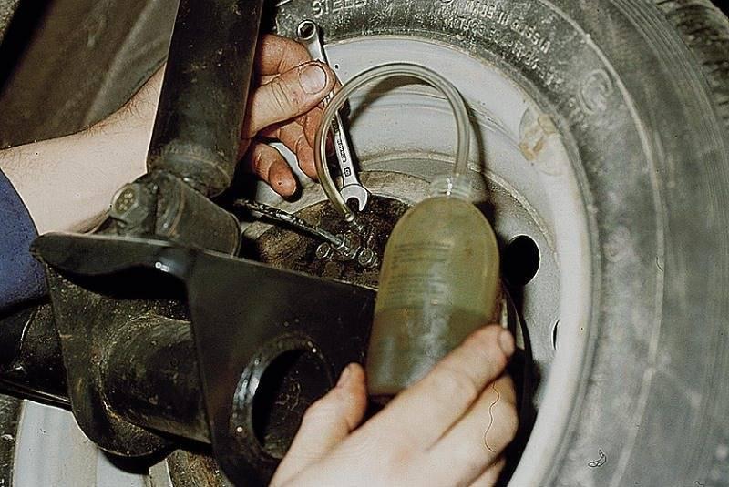 После прокачки тормозов педаль мягкая