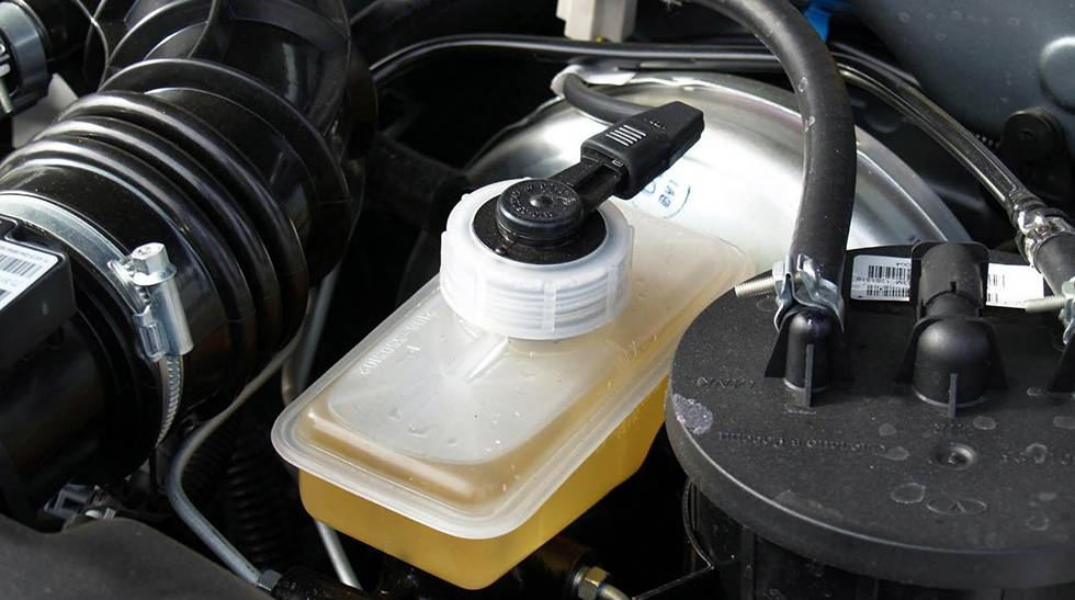 Как поменять тормозную жидкость - заменить своими руками, при наличии абс
