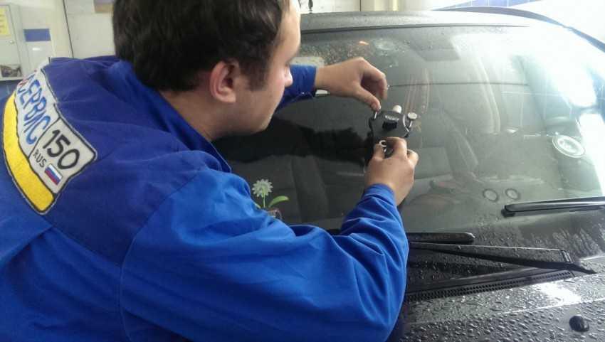 Повреждения стекол автомобиля: основные принципы ремонта