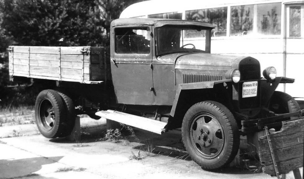 Газ-аа, полуторка - советский грузовик, история разработки и эксплуатация, конструкция и характеристики, достоинства и недостатки, модификации, использование в армии
