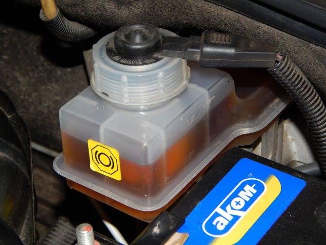 Инструкция по замене тормозной жидкости в автомобиле