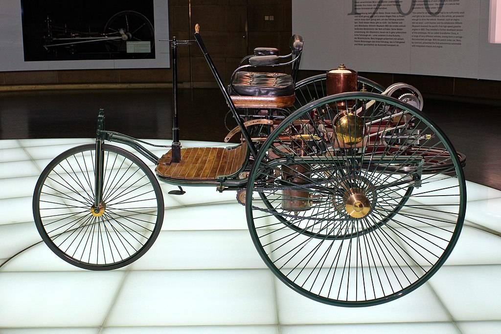 Каким был первый в мире автомобиль