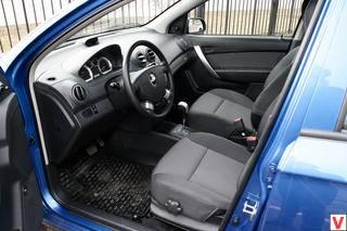 Выбираем компактный хэтчбек: Renault Sandero или Chevrolet Lacetti