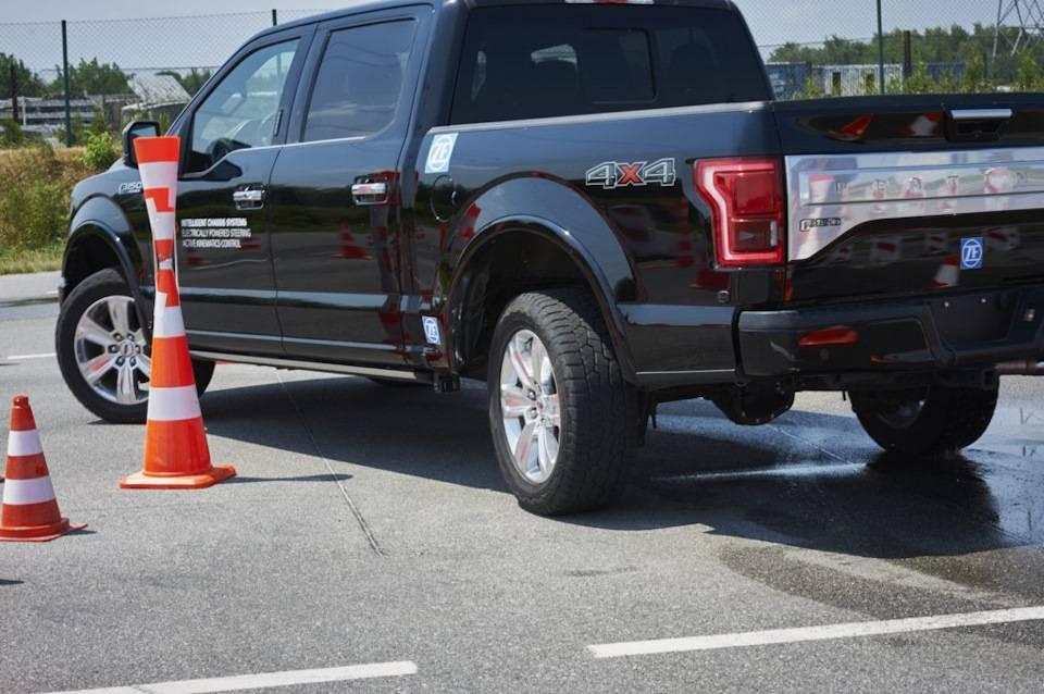 Подруливающие задние колеса автомобиля. почему у машины поворачивают передние колеса, а не задние задние управляемые колеса