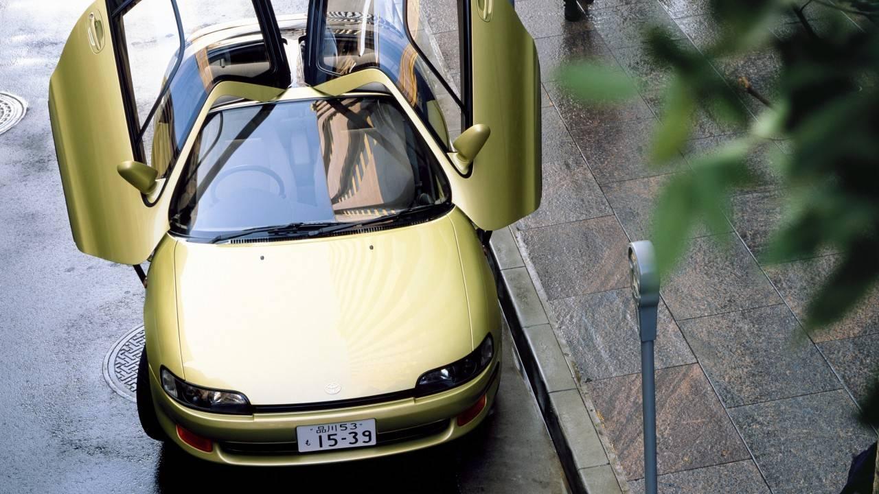 Зато не на трамвае: какой автомобиль купить за 200000 рублей