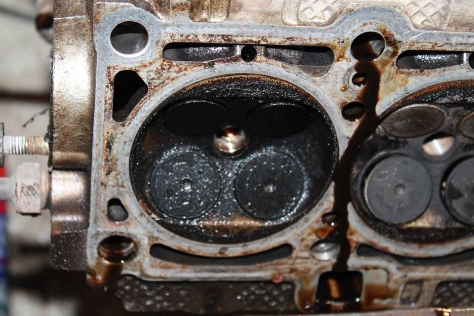 Почему двигатель ест масло - причины и последствия