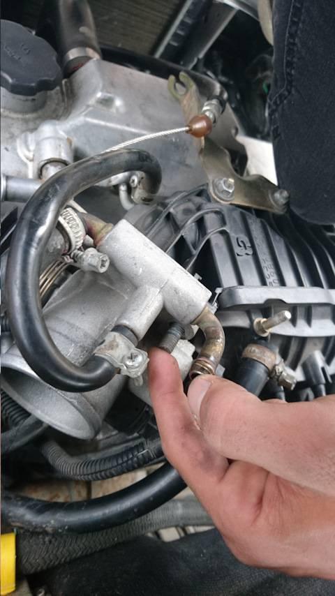 Двигатель схватывает и глохнет при запуске