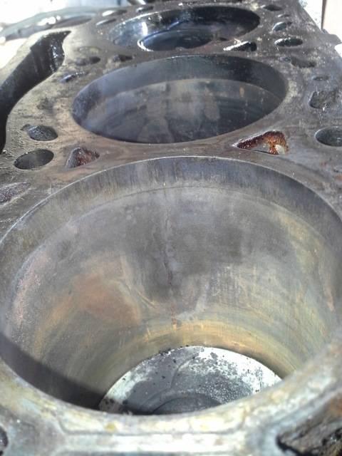 Дефекты гильзы в блоке цилиндров двигателя: износ, излом бурта, трещины