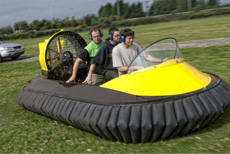 Летают, но низенько: пять необычных машин-гибридов на воздушной подушке