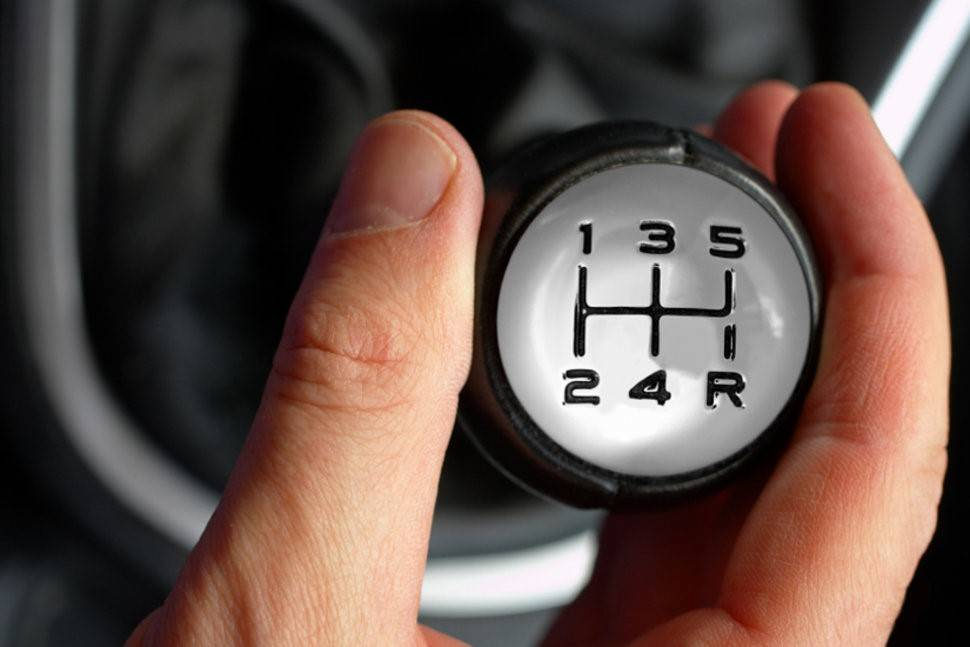 Как правильно переключать передачи на механике: учимся вождению