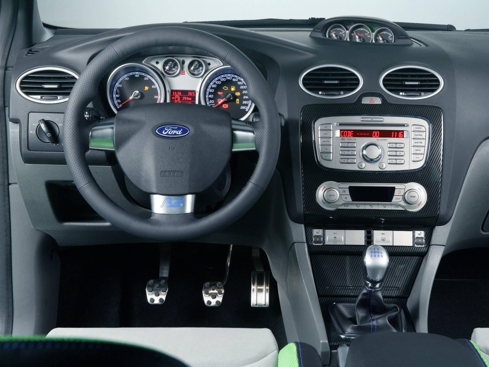 Братья по конвейеру: Ford Focus II против Ford Focus III