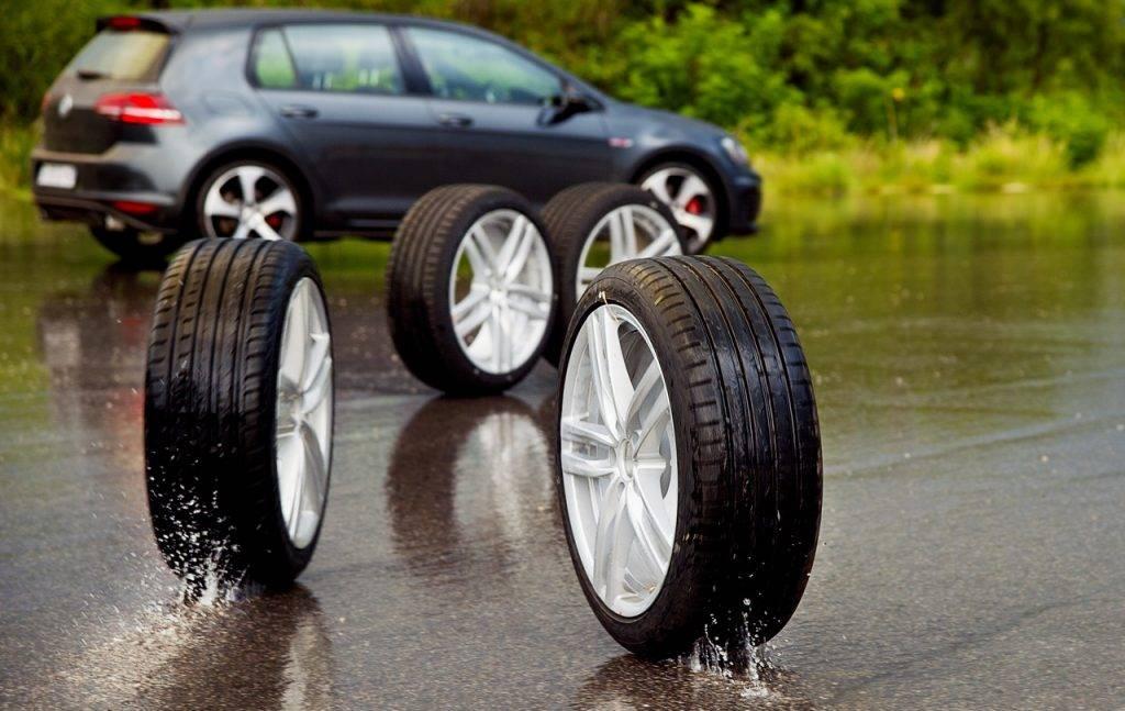 Зачем ставят широкие колеса и эффективны ли они в городе?